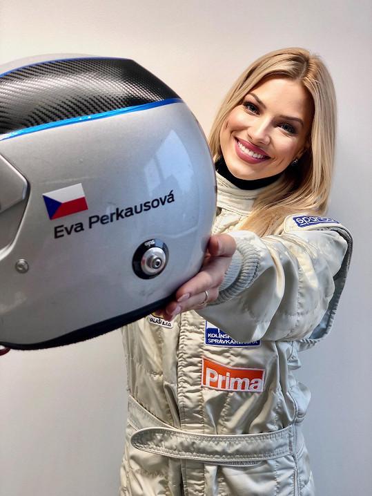 Eva miluje rychlou jízdu a na závod se těší.