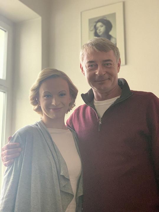 Dvořák s taneční partnerkou Lenkou Norou Návorkovou, která se proměnila v Adinu Mandlovou.