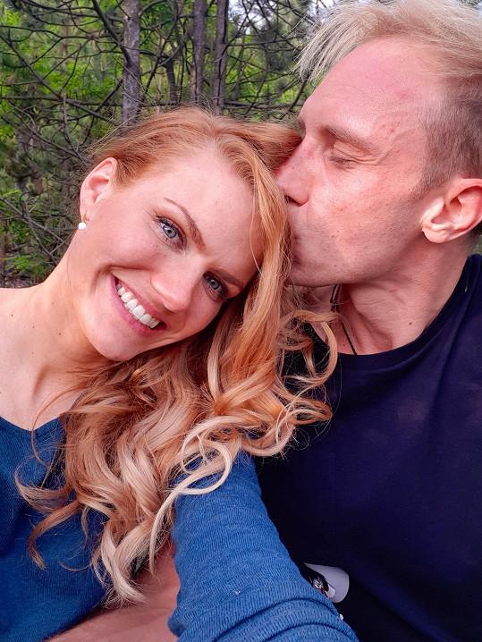 Gabriela Soukalová s partnerem Milošem se těší na miminko.