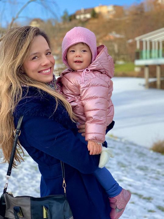 Herečka s mladší Elenkou, která už oslavila první narozeniny.