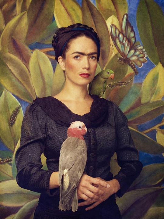 Tereza Kostková se proměnila v mexickou malířku Fridu Kahlo pro Kalendář Proměny 2015 podporující Nadaci Archa Chantal.