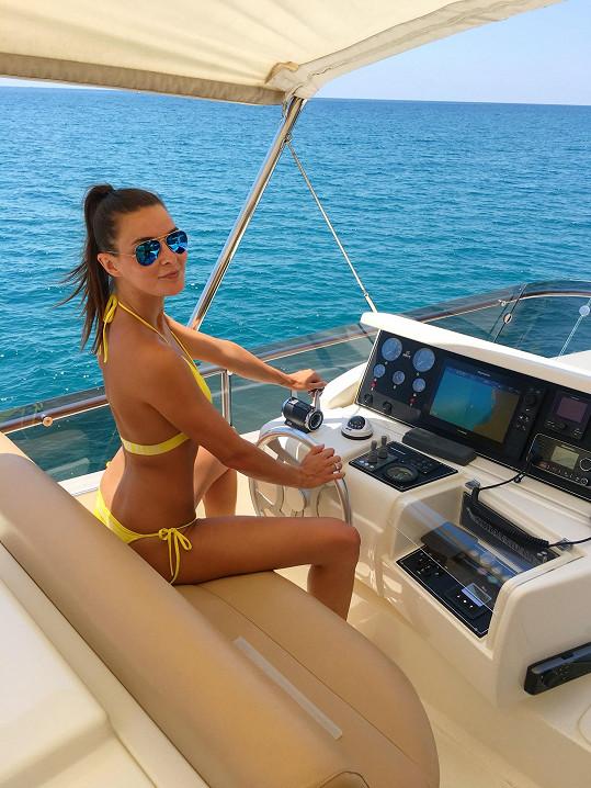 V Itálii na jachtě, kde si užila den s finalistkami Miss Face.