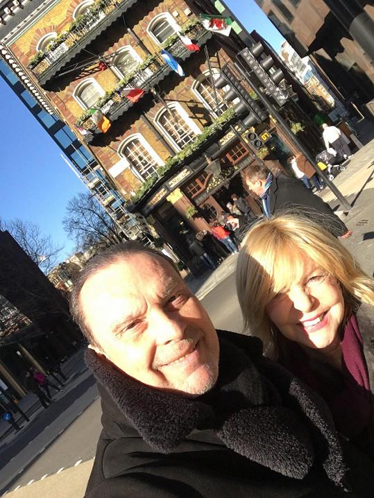 Štefan Margita a Hanka Zagorová na jedné z mnoha londýnských procházek...