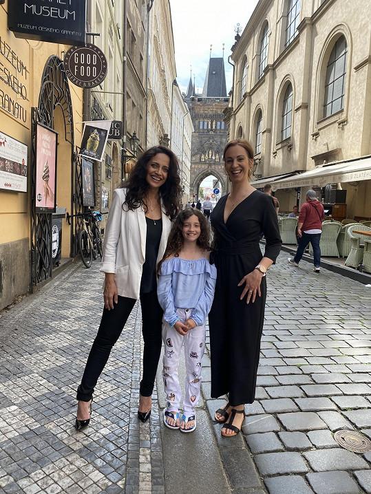s Lucií Bílou a zakladatelkou spolku Lucií Staňkovou, jejíž dcera rakovině podlehla.