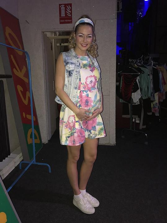 Aneta Vrzalová čeká miminko.