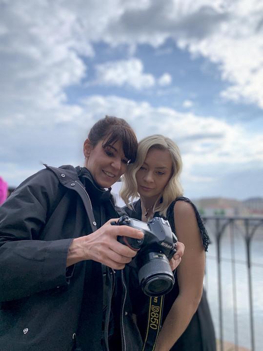Herečka s fotografkou Alžbětou Jungrovou