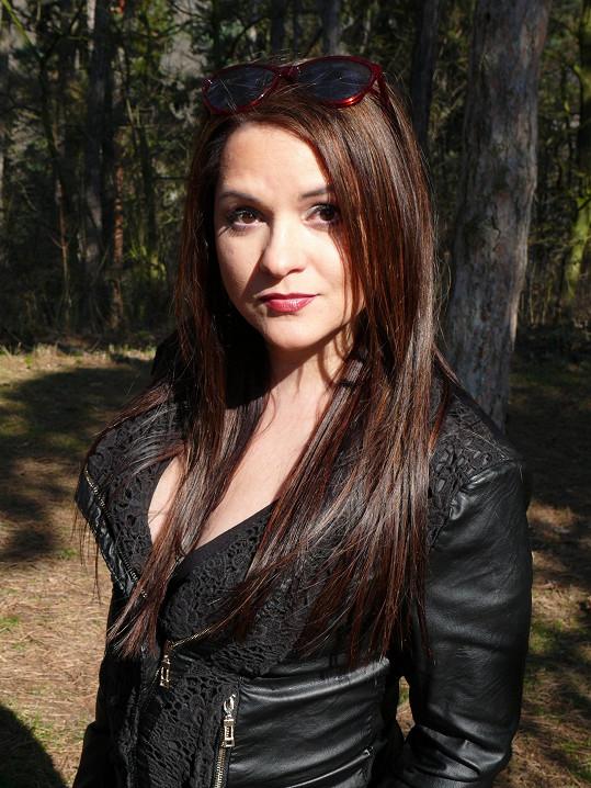 Magda Malá si nechala po delší době zesvětlit vlasy. Na léto půjde prý ještě do světlejší varianty.