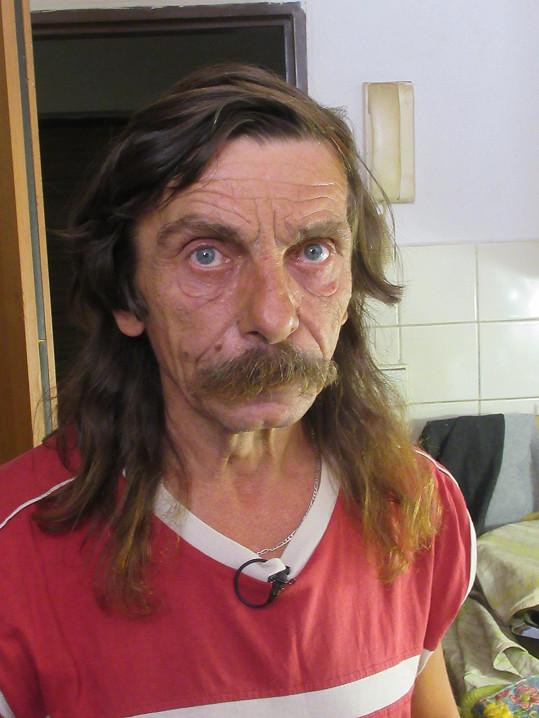 Josef (56) alias Pepa svůj den za plotnou nezvládl. Jídlo nedokončí a po hlavním chodu hosty vyhazuje od stolu.
