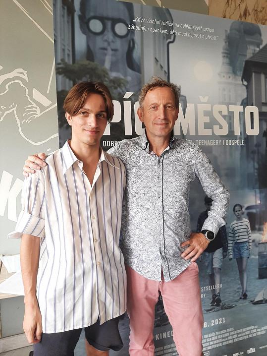 Se svým otcem Martinem Vopěnkou, podle jehož stejnojmenné knihy vznikl film.