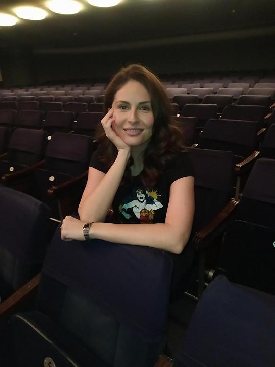 Zpěvačka je ráda, že se vrátila opět do divadla.