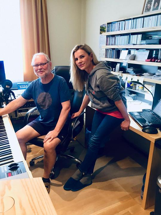 Poslední desku Duety vydala Leona v roce 2017. Nyní pracuje na novém albu.
