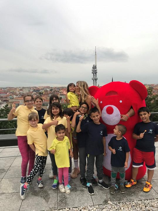 Projekt pomáhá dětem.