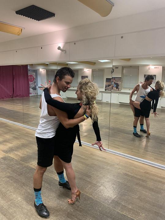 Na vystoupení trénuje s tanečníkem Tomášem Slavíčkem.