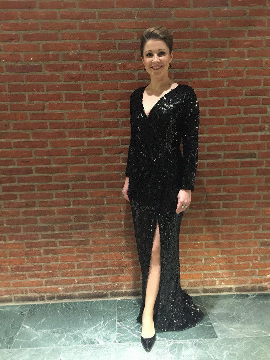 Nádherné šaty měla i v Rotterdamu.