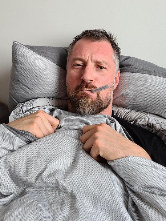 Moderátor nebyl schopný několik dní vstát z postele.