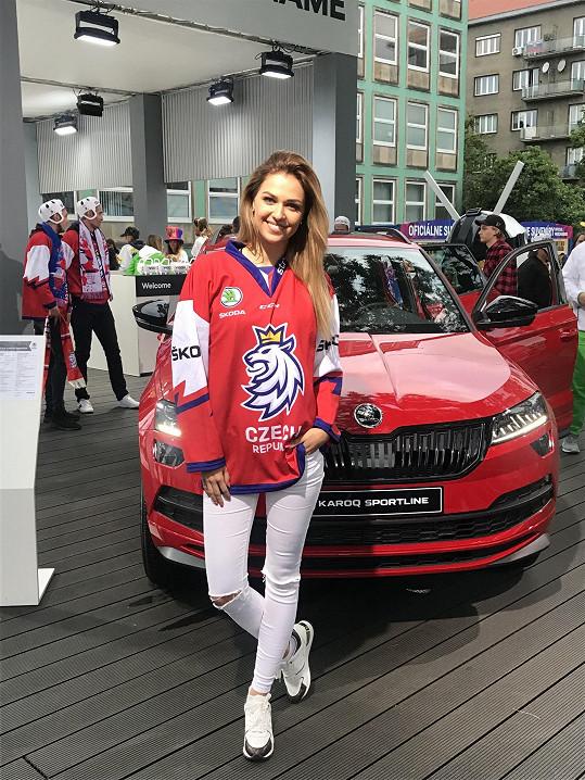 Lucie Kovandová vyrazila na hokejový šampionát do Bratislavy.