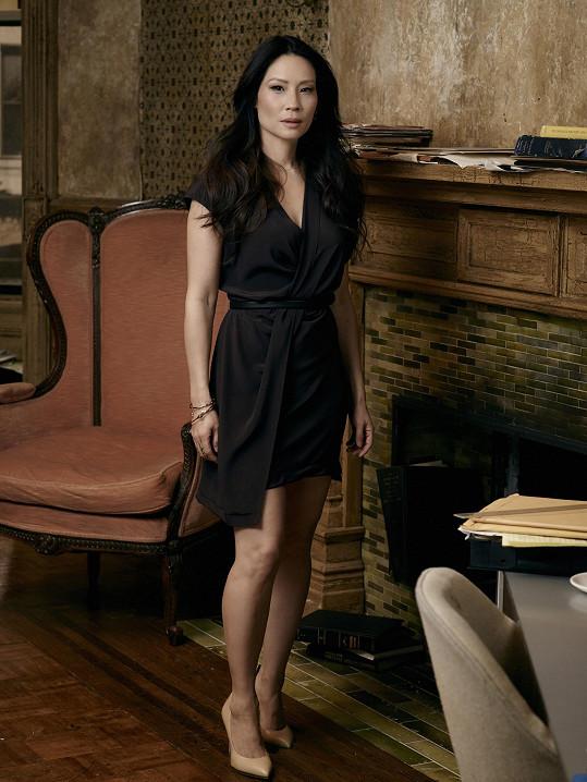 Lucy Liu je na kanále Prima Krimi k vidění v seriálu Sherlock Holmes: Jak prosté.