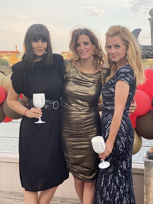 Na oslavě nechyběla moderátorka Lucie Salamé (vpravo).
