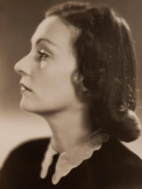 Vlasta Fabiánová v době, kdy přišla do Národního divadla v Praze. Hned se začal ozývat i film.