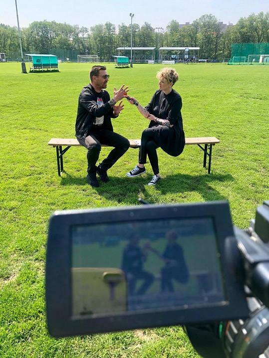 Tomáš Řepka v rozhovoru s Markétou Jiránkovou pro TopStar. Poslední slova pronesl na fotbalovém hřišti.