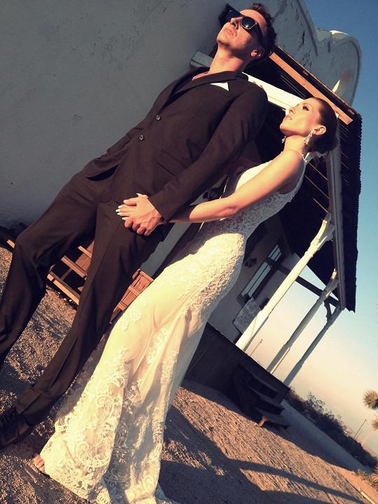 Zpěvačka se vdávala v šatech ze španělské krajky.