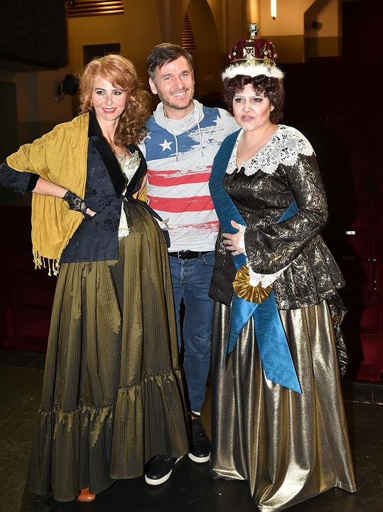 V představení se potká s Ivanou Gottovou.