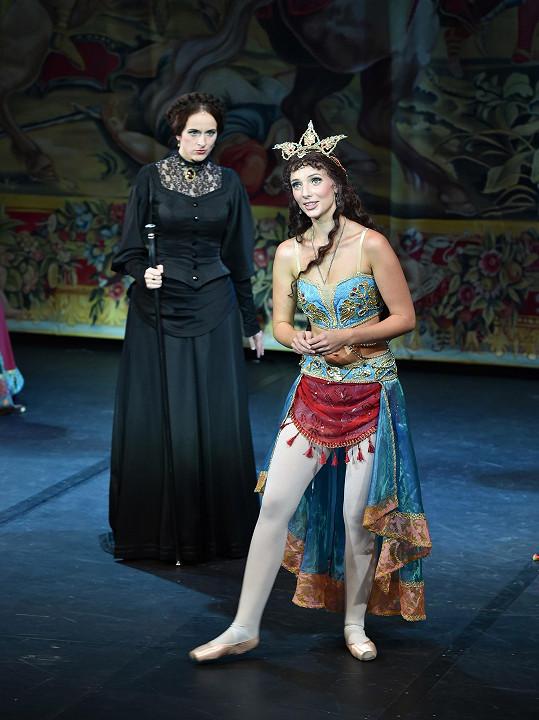 Ve Fantomovi opery jsou svůdné kostýmy.