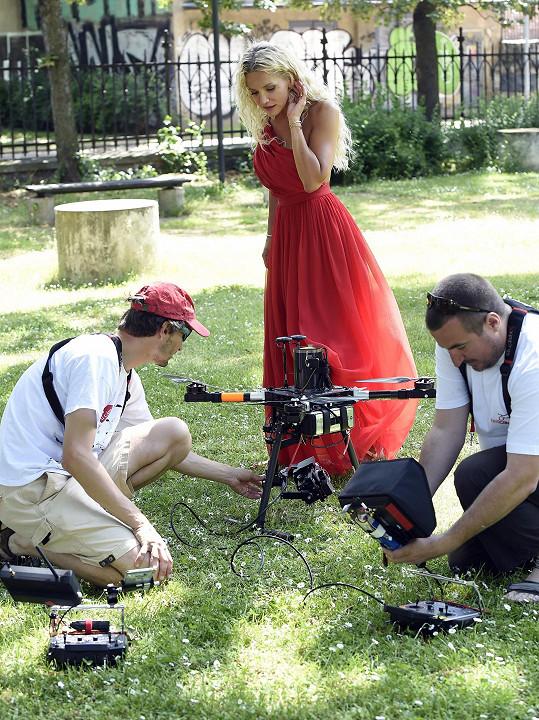 Během natáčení byl využit i dron.