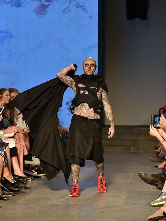 Zombie Boy byl v roce 2014 hvězdou pražského týdne módy.