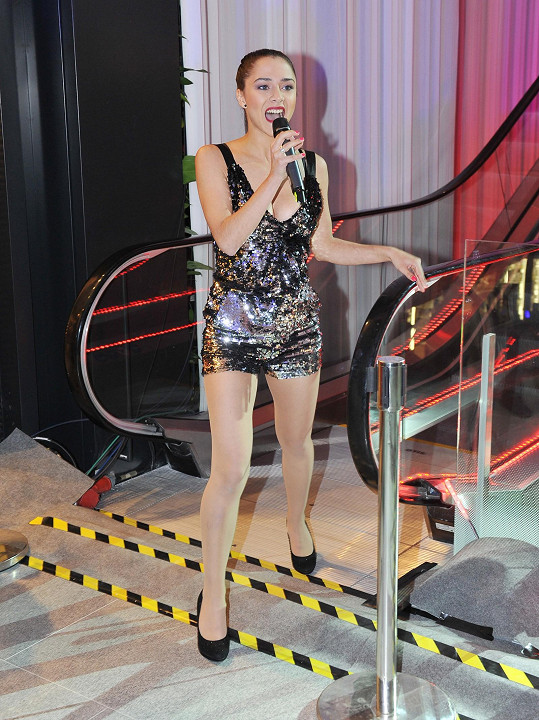 Eva Burešová na openingu obchodního centra zazpívala.