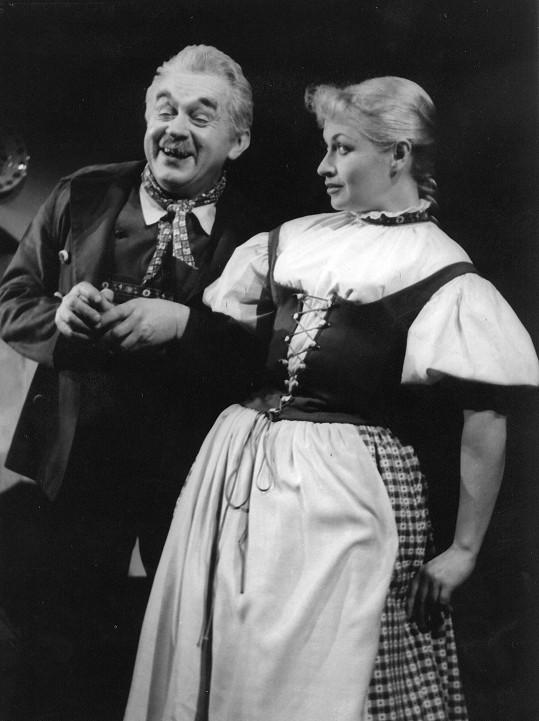 Rodiče Jany Paulové. Franta Paul a Eva Šenková v představení Hudebního divadla v Karlíně Po druhé na světě. V té době byl Janě rok.
