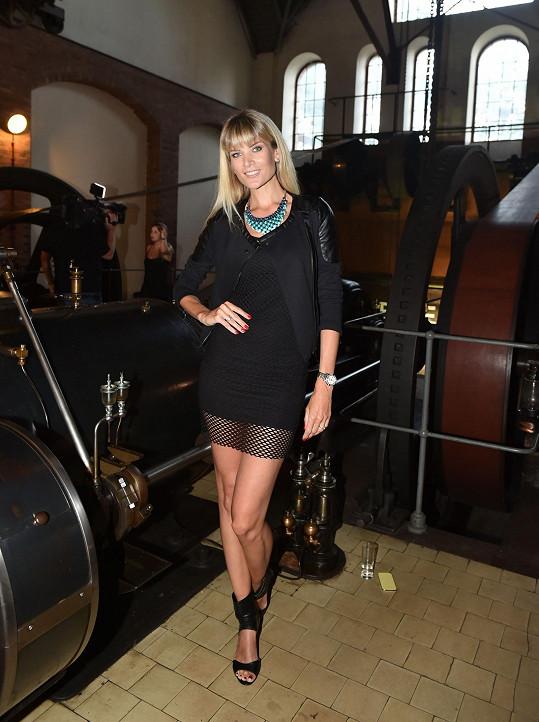 Držitelka titulu Česká Miss si užívá léto s dcerou.
