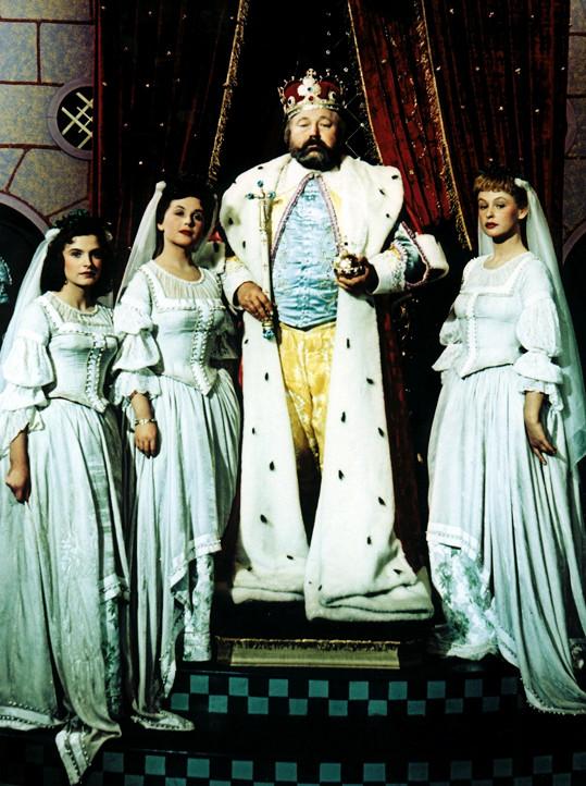 Milena Dvorská, Stella Májová, Jan Werich a Irena Kačírková v pohádce Byl jednou jeden král (zleva).