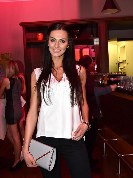 Eliška Bučková patří mezi naše nejkrásnější modelky. Díky plastikám to prý není.