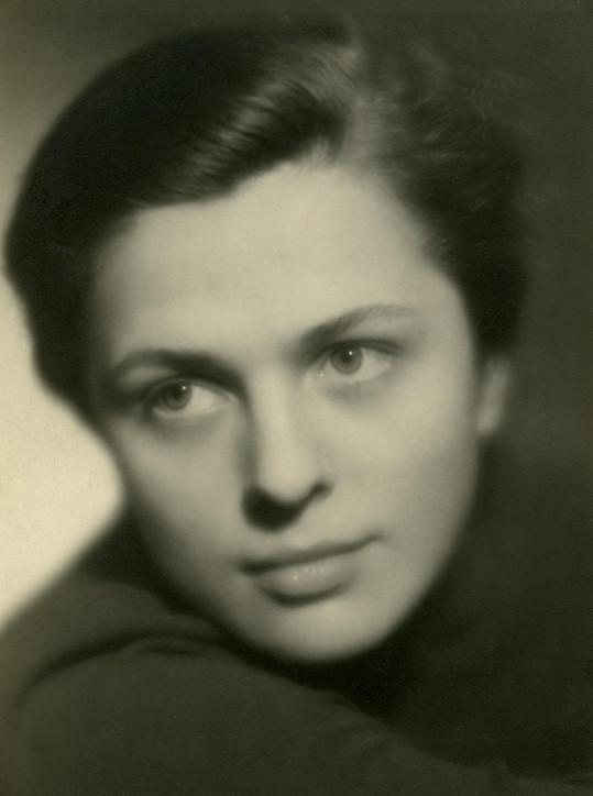 Po Lídě Baarové byla prý nejlépe placenou herečkou v protektorátě.