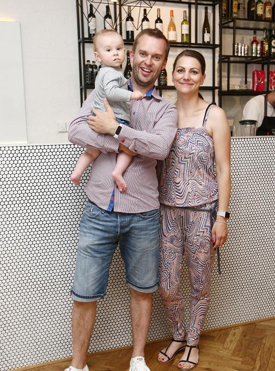 Pavel Cejnar s přítelkyní Veronikou a synem Matějem