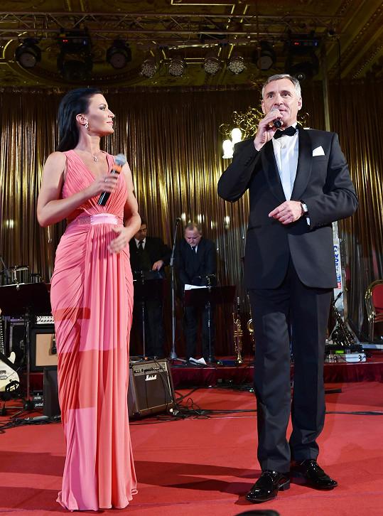 Ples uváděla Gabriela Partyšová s Janem Čenským
