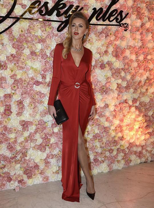 Modelka Petra Růžičková sáhla do vlastích zásob. Šaty od Phillippa Pleina si koupila.
