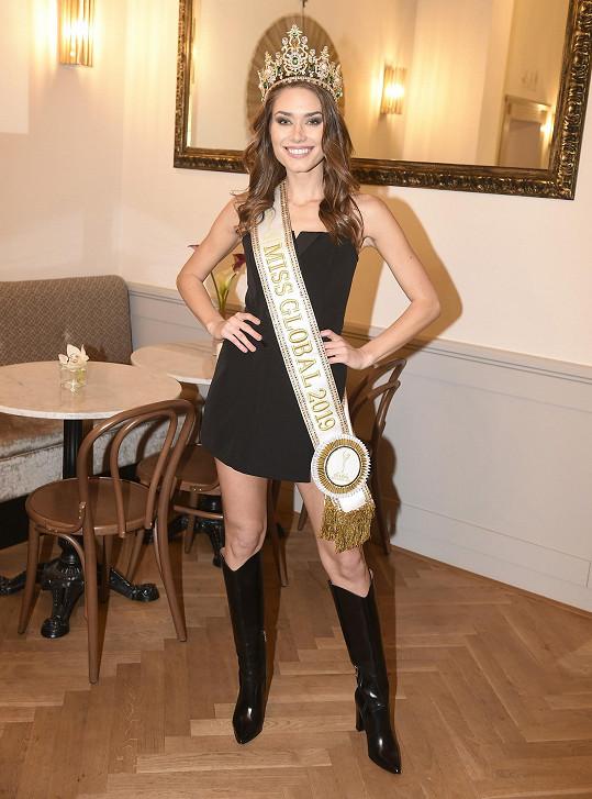 Karolína je vítězkou světové soutěže krásy Miss Global.