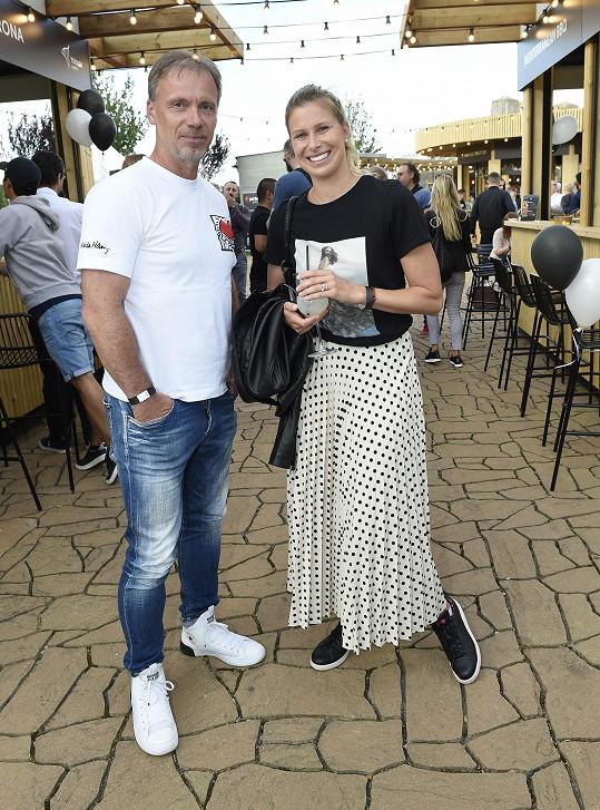 Andrea se zpěvákem a skladatelem Zdeňkem Hrubým, který je také vášnivým tenistou, a vlastní dokonce trenérskou licenci.