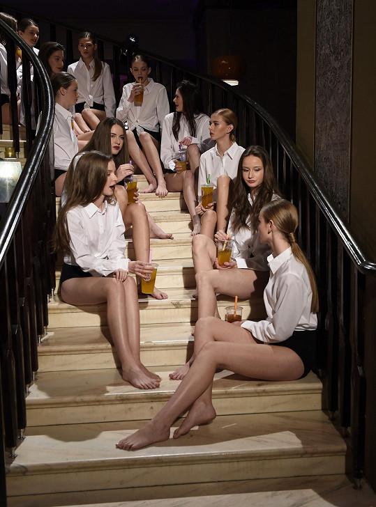 O budoucích modelkách rozhodla desetičlenná porota složená ze zástupců špičkových modelingových agentur z celého světa.