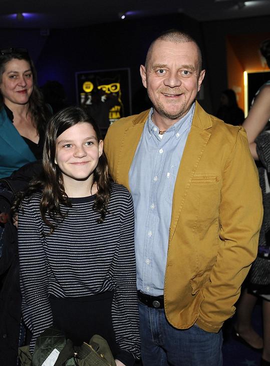 Petr Čtvrtníček vzal dceru Annu do kina. Přilákala je premiéra pohádky Řachanda.