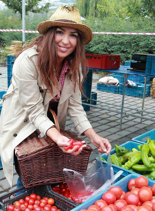 O víkendech na trzích ve Žlutých lázních doplňuje zásoby do své kavárny.