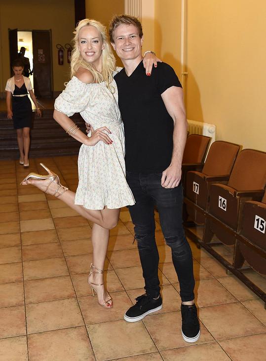 Fotila se s ním zpěvačka Kate Mátl...