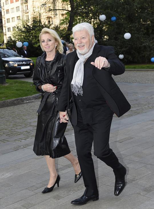 Milan Drobný a partnerkou