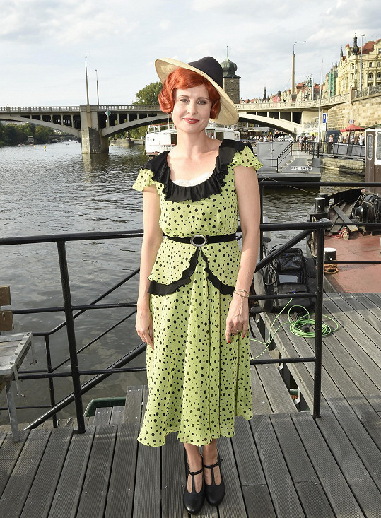 Jitka v kostýmu muzikálu Bonnie a Clyde, kde hraje jednu z hlavních rolí.