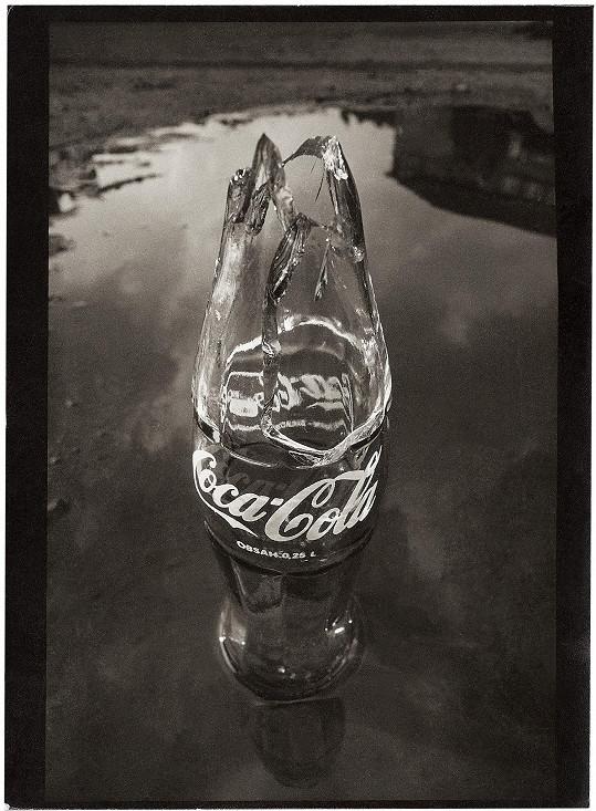 Jelikož Andy Warhol měl kořeny na východním Slovensku, do výstavy orginizátoři zapracovali Saudkovu lahev Coca Coly jako odkaz k otci popartu.