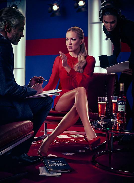 Kate Hudson předvedla ve známém kalendáři i své sexy nožky.