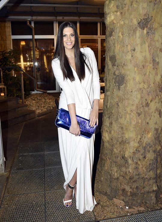 Aneta oblékla na přehlídku F&F model od Michaela Kováčika.