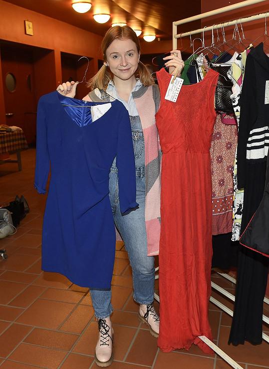 Marie se svými kousky oblečení